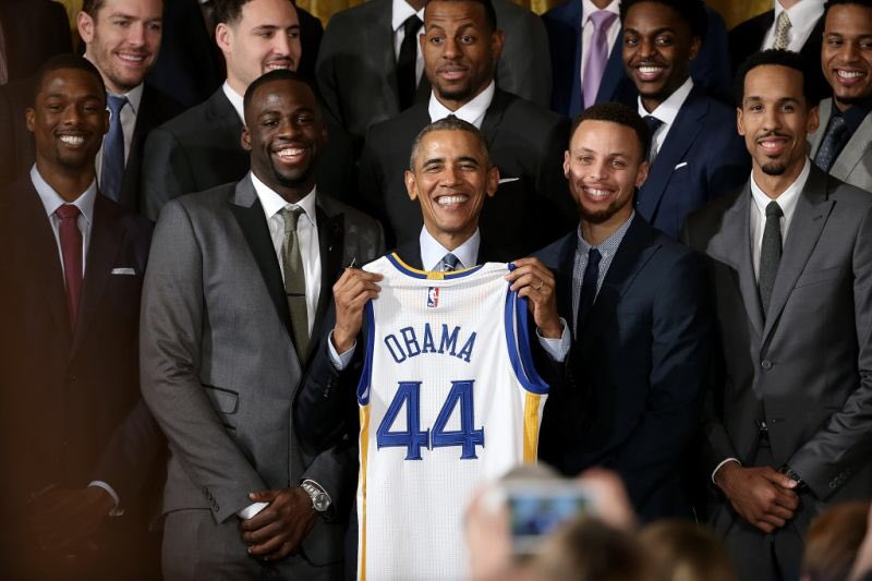 Steph Curry x President Obama https://t.co/Yf9Qu8sPDC