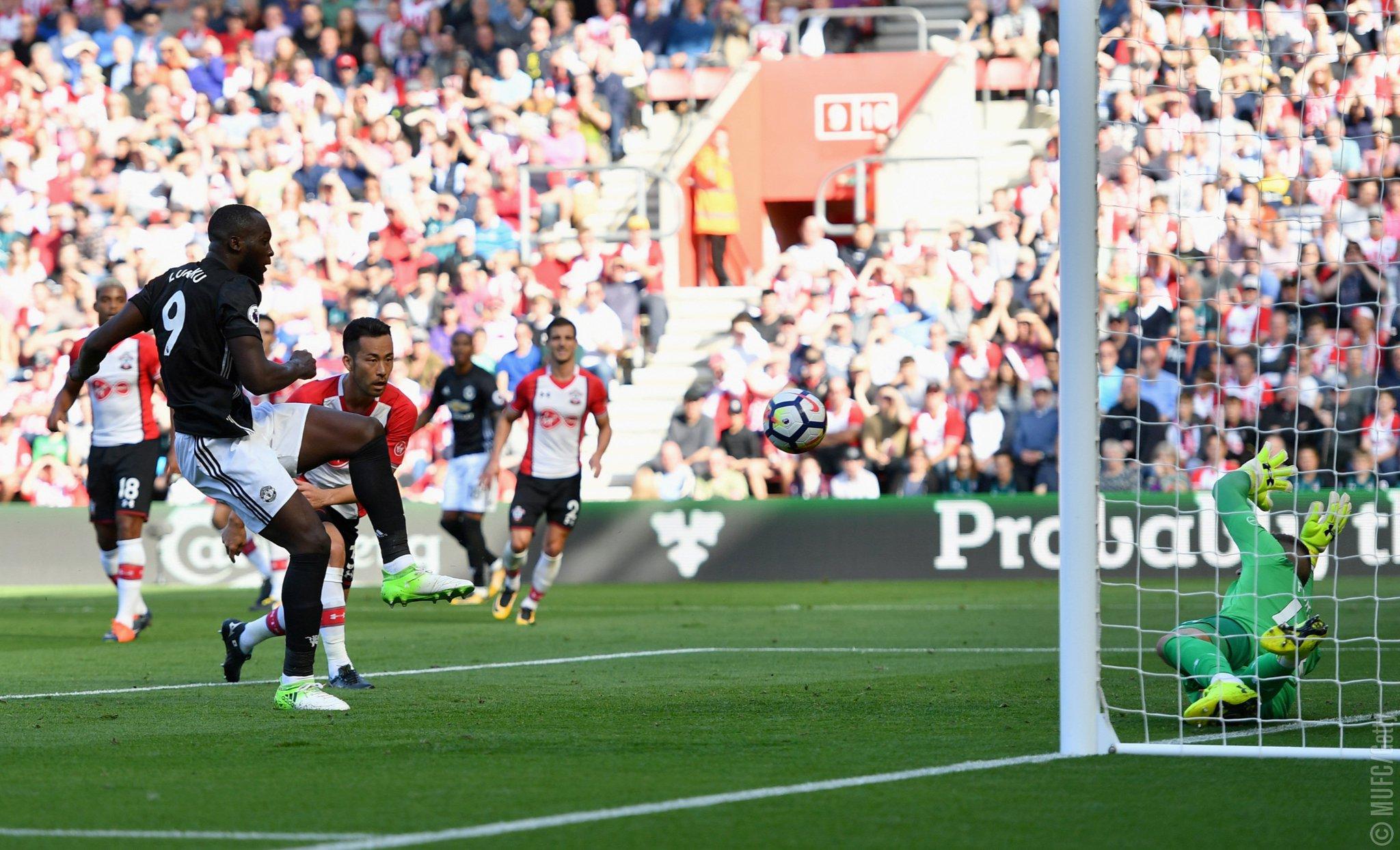 8⃣ #MUFC games 8⃣ goals for @RomeluLukaku9  ������ https://t.co/vZ6P6Z1A76