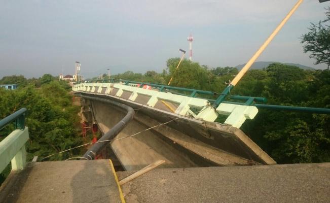 Cae puente en el Istmo tras #sismo en #Oaxaca; tenía daños del temblor anterior https://t.co/AQnkdSKcsA https://t.co/EOylOJthiR