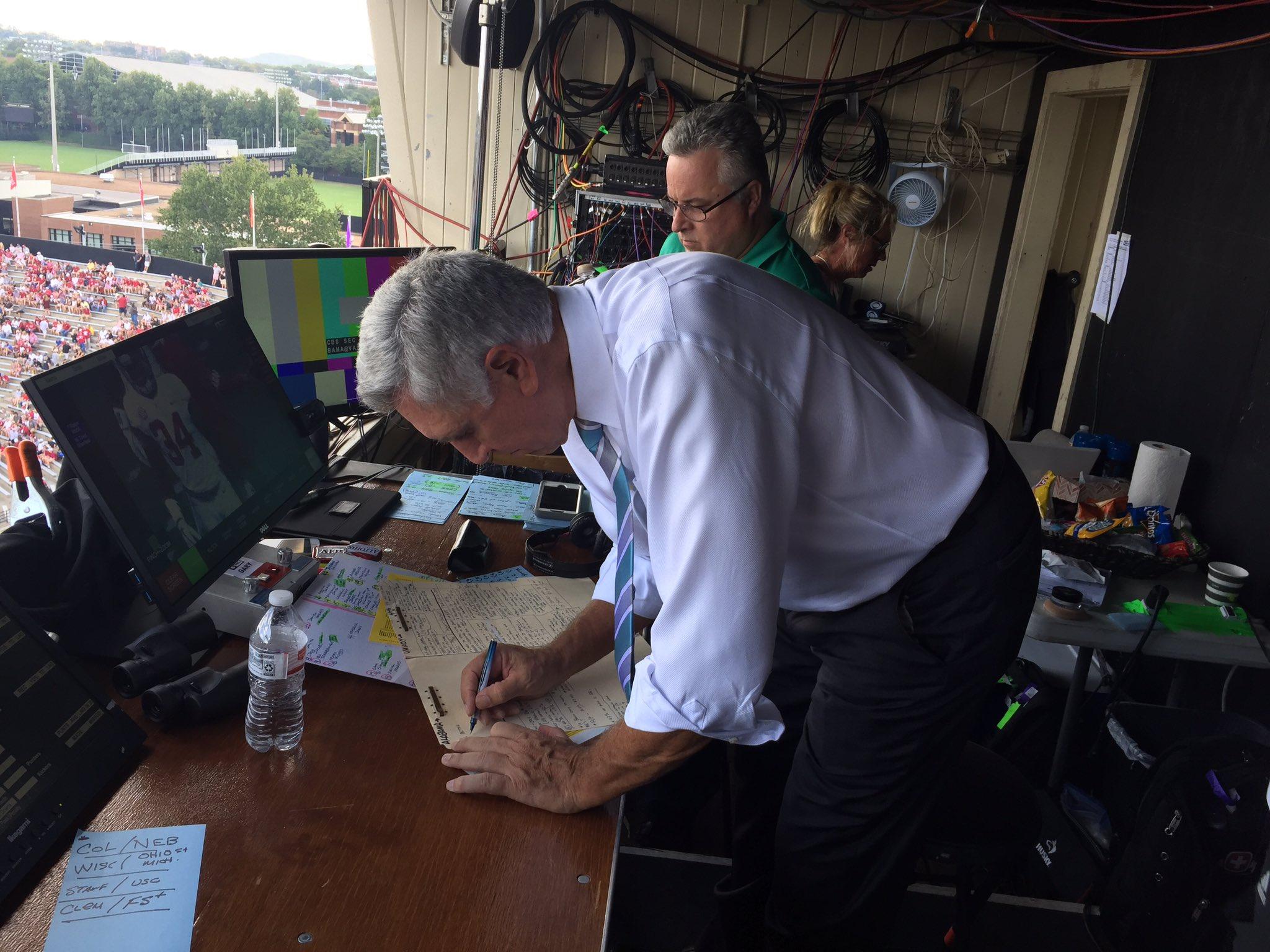 Gary's final prep work before kickoff. Let's do this #BAMAvsVandy at 2:30CT on CBS @Bama @VandyFootball @SEConCBS https://t.co/x11NZ5ERMV