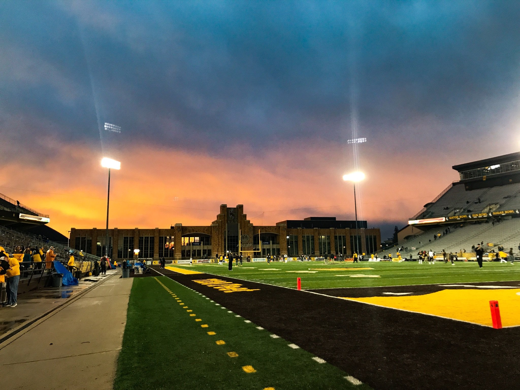 Warm up views. Almost gametime. #OneWyoming #GoWyo https://t.co/UznQCdOqD8