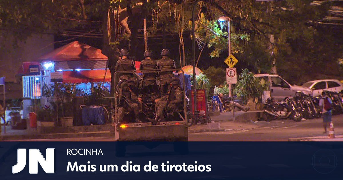 Um taxista foi rendido por homens armados e acabou no meio dos tiros na favela: https://t.co/ZLALyRdmyx https://t.co/g5lu7Uvid9