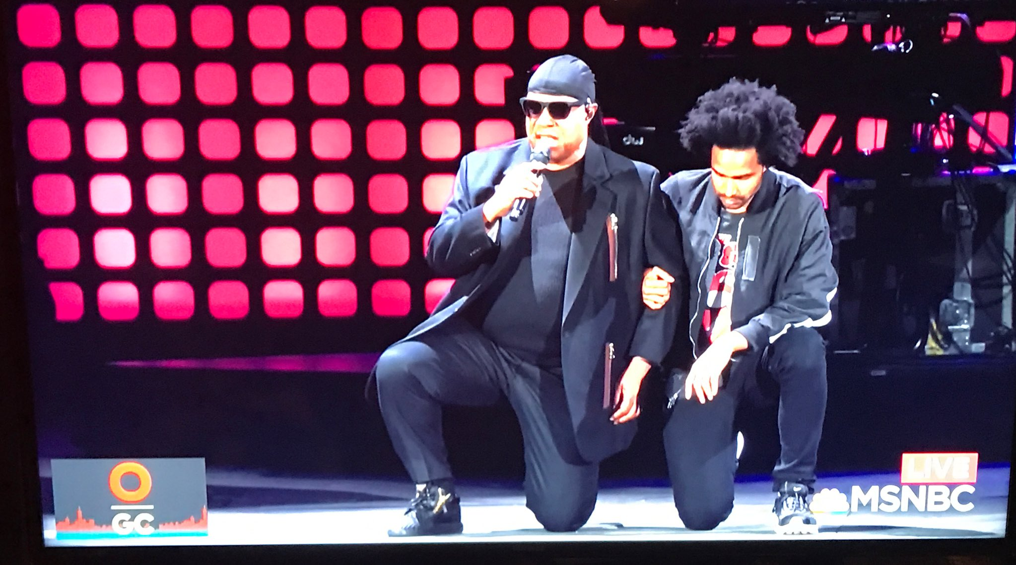 Stevie Wonder at #GCFest: 'Tonight I'm taking a knee for America..' https://t.co/1svgX2KzQZ