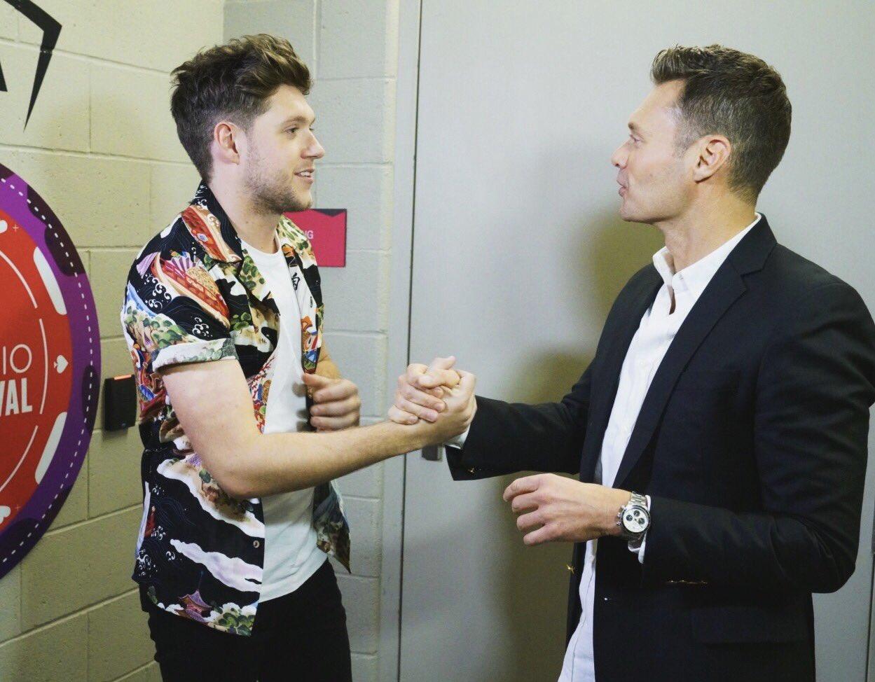 A slow handshake for good luck @NiallOfficial #iheartfestival https://t.co/7TlfPj5OeE