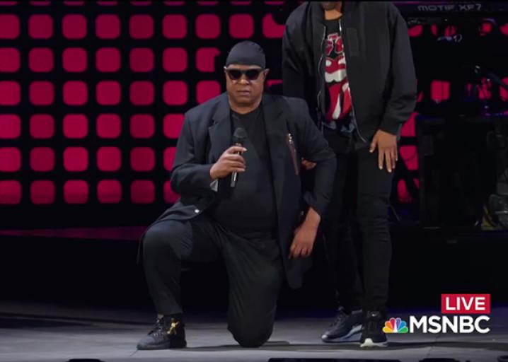 In the wake of Trump's NFL tweets, Stevie Wonder took a knee before performing: https://t.co/Ar1uhTD9RR https://t.co/R8iYpKkVel