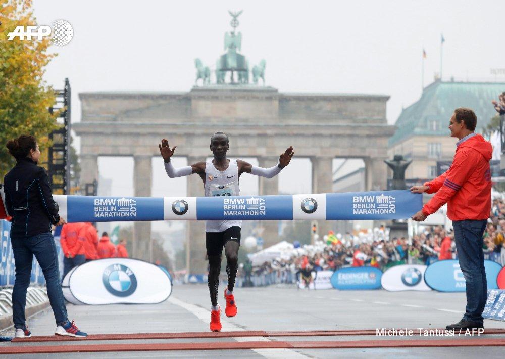 #UPDATE Kenya's Kipchoge wins Berlin men's marathon, but misses world record #Kipchoge