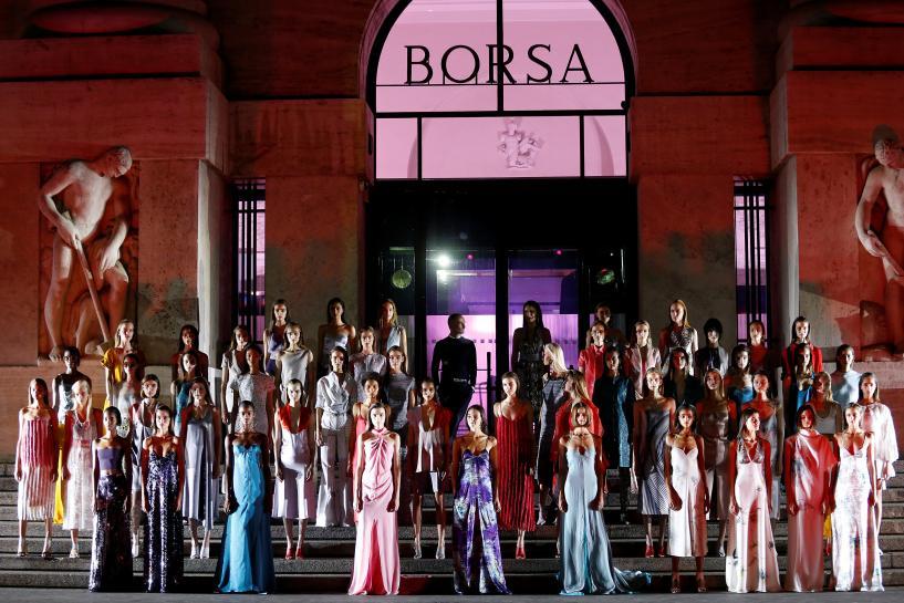 Ferragamo strolls through Milan daisy garden under the stars https://t.co/XA87VFmlOD https://t.co/KzpRanLQrX