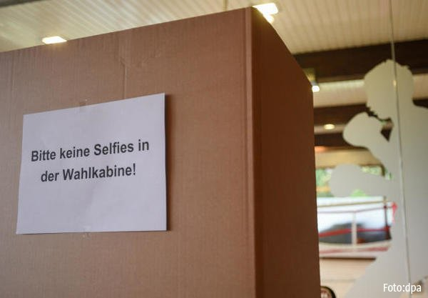 Sign of the times: sign banning selfies in #GermanElections polling st...