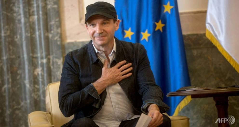 British actor Fiennes given Serbian passport
