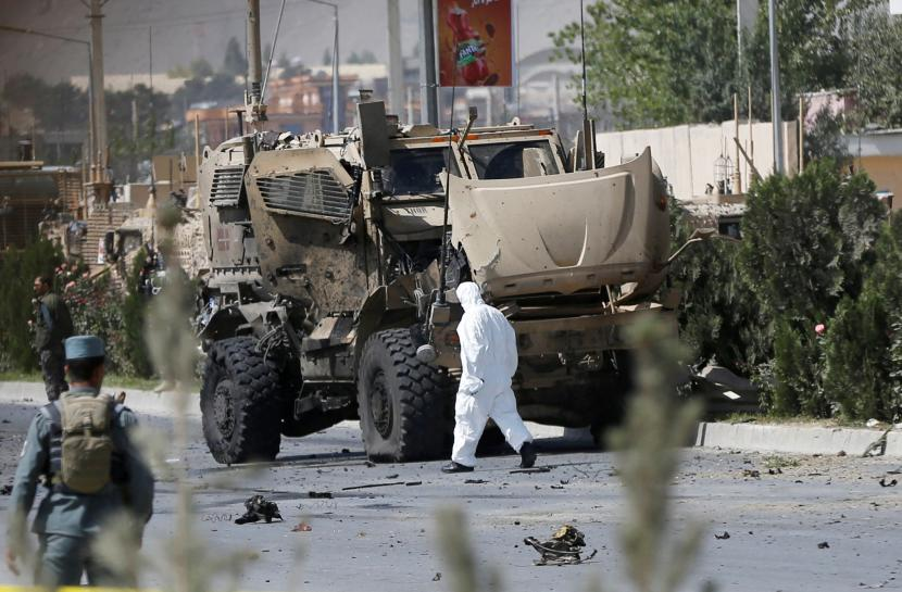 Car bomber hits NATO convoy in Afghanistan, civilians wounded