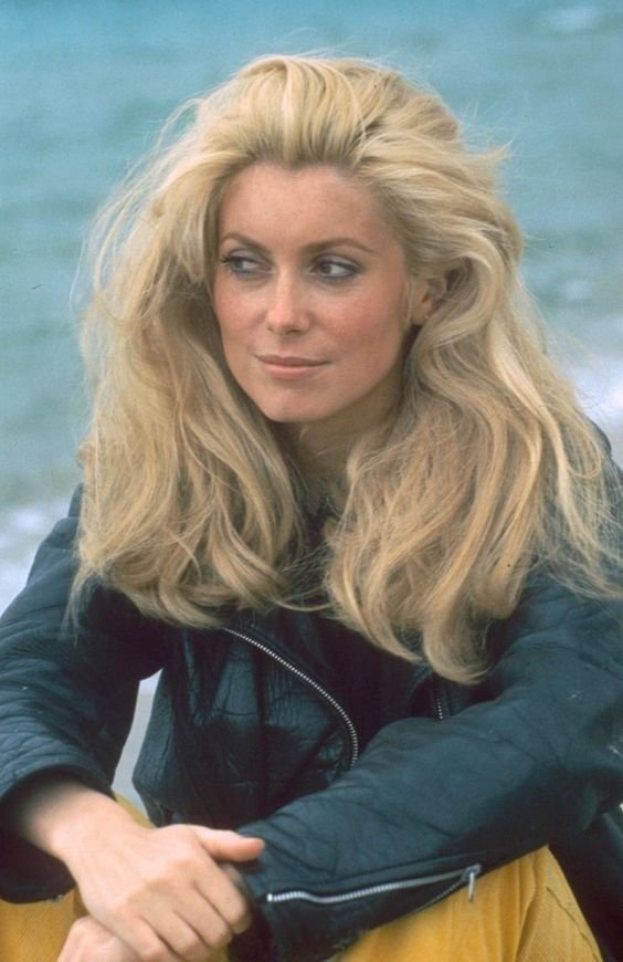 GREAT ACTOR CANDIDLY:  Catherine Deneuve during filming for La Chamade. https://t.co/x4vcR8lwbQ