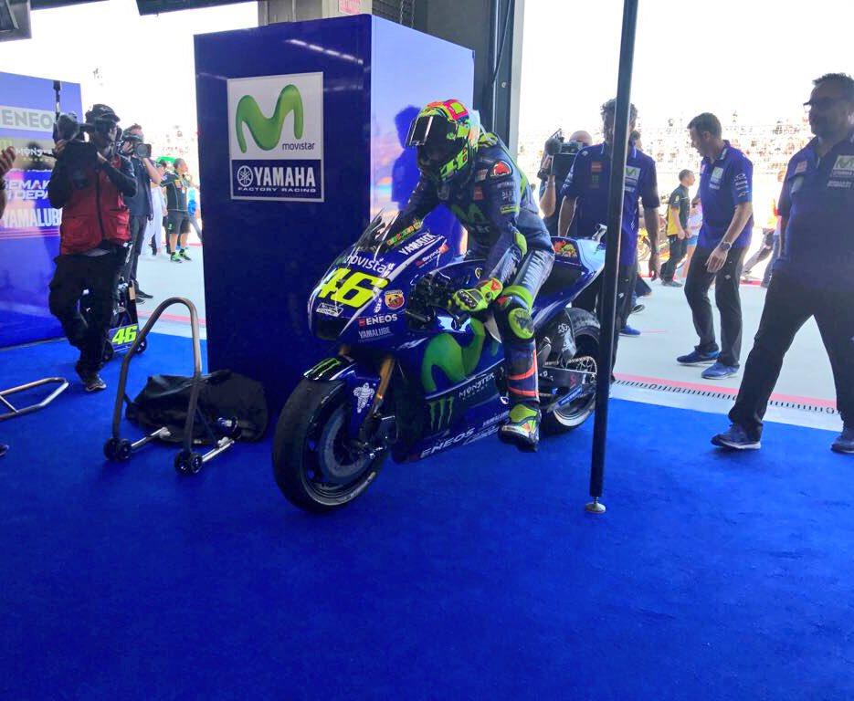 test Twitter Media - Valentino returns to the #MovistarYamaha box after a brave ride. #MotoGP #AragonGP @ValeYellow46 https://t.co/aDN7zrJFEx