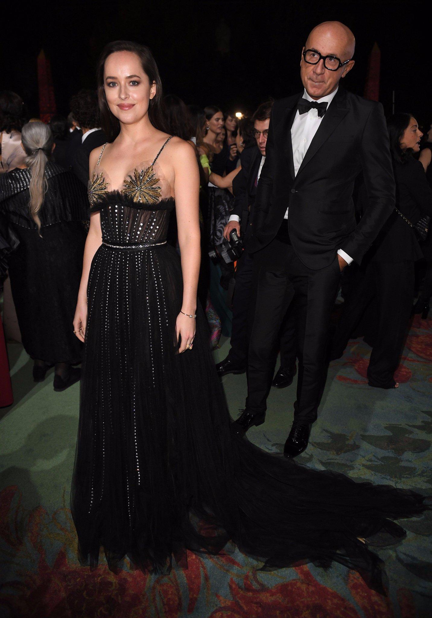 HQ Pictures of Dakota arriving at the Green Carpet Fashion Awards �� #DakotaJohnson https://t.co/VbFklRJuw8 https://t.co/c3JXSJJqet