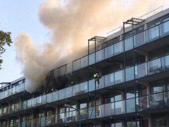 Behoorlijke rookontwikkeling bij keukenbrand Lavendelstraat Maassluis. Inmiddels opgeschaald naar Middelbrand https://t.co/I8180FLl6S