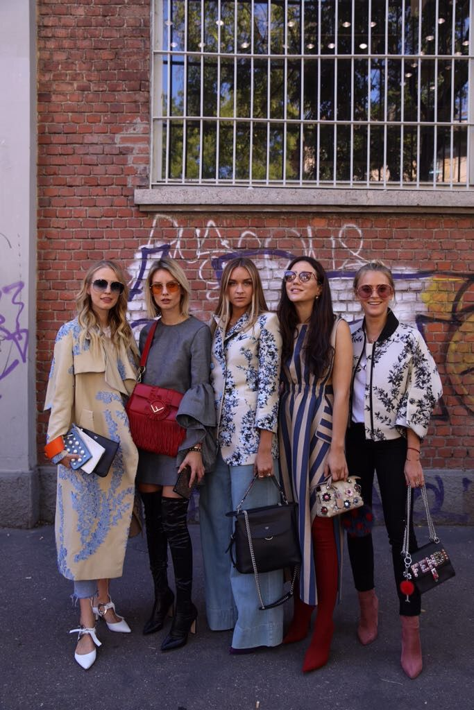 The #BFFendi squad outside of the #FendiSS18 show in Milan. https://t.co/I9qdcvtUto