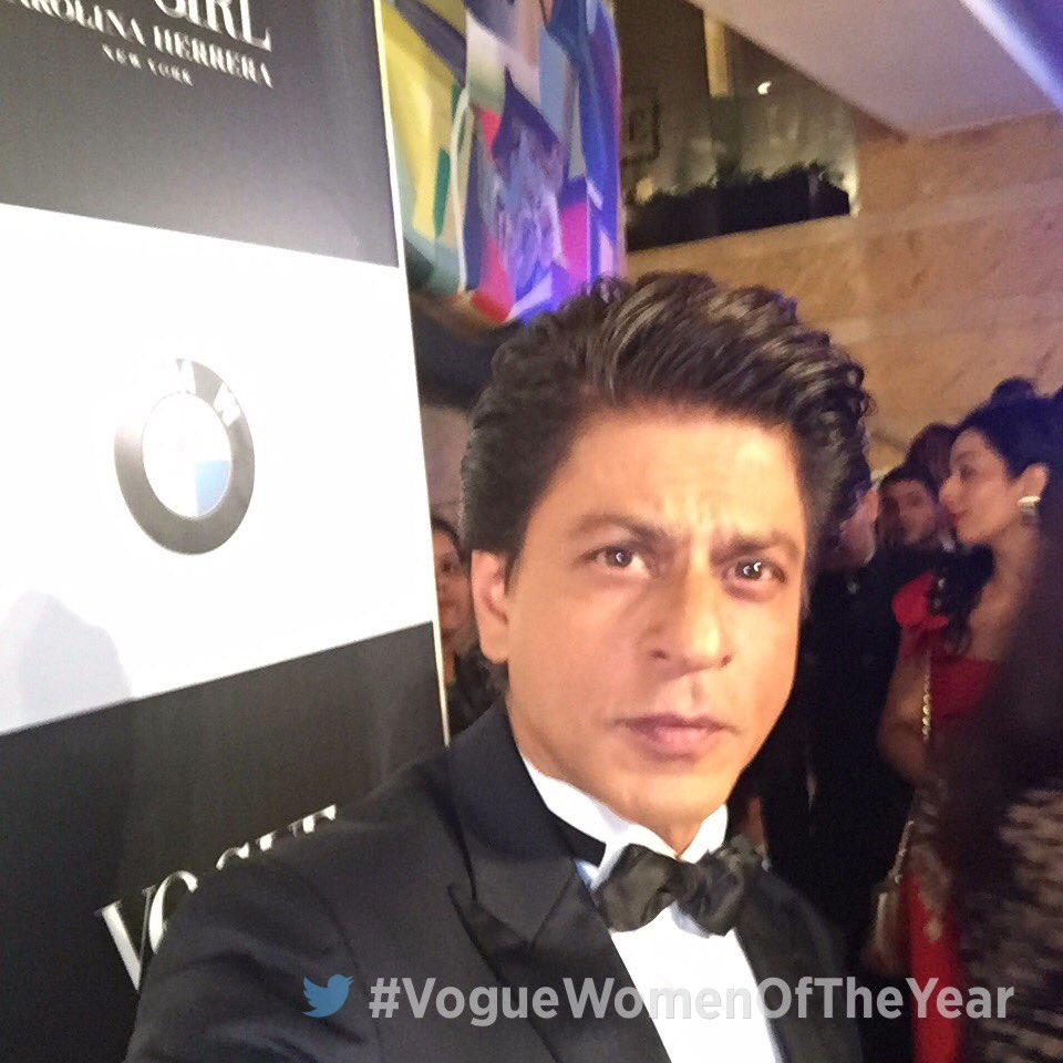 Here's a photo of @iamsrk straight from the red carpet of the #VogueWomenOfTheYear Awards. https://t.co/6ZkqlUf2Uy
