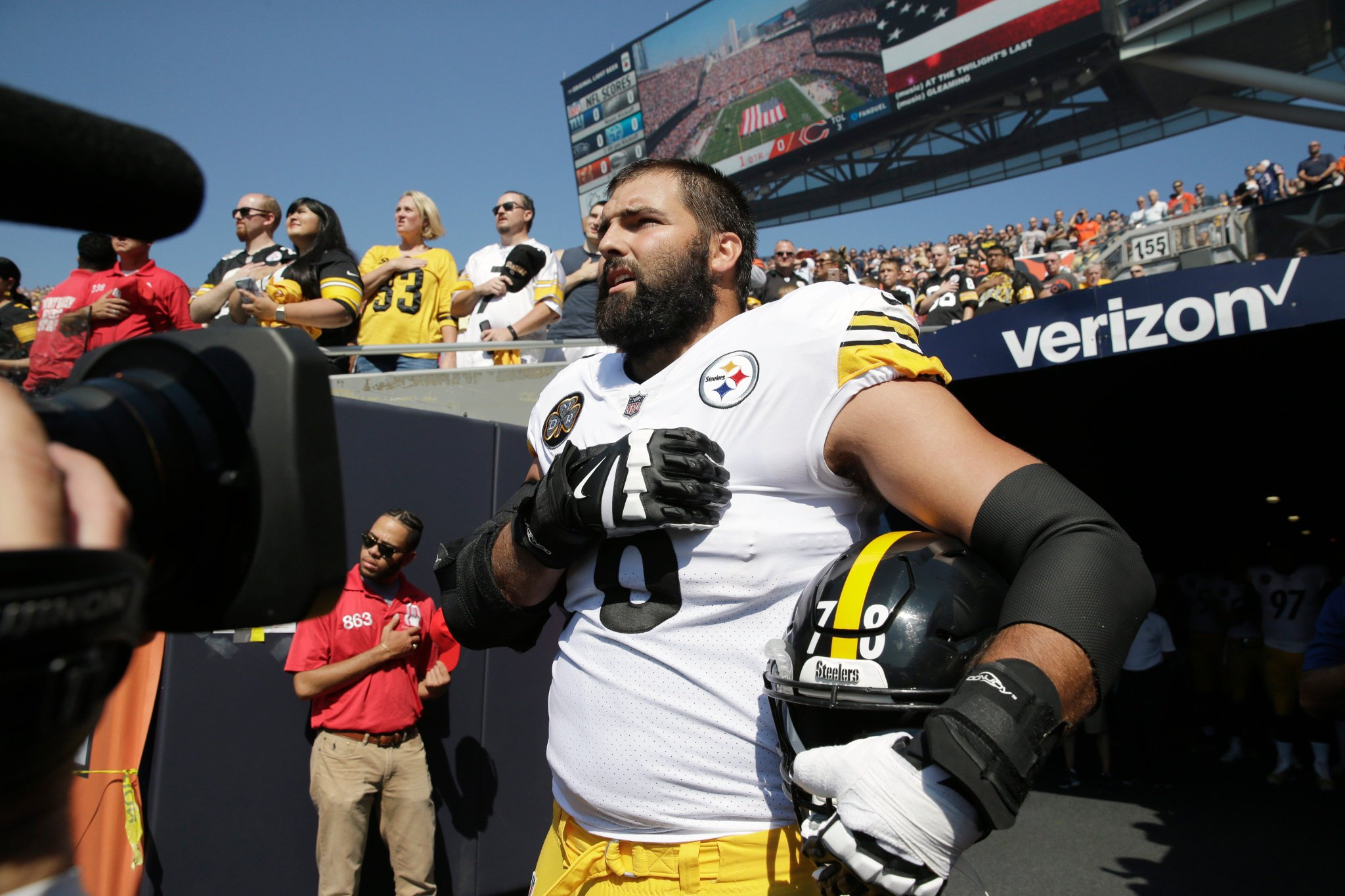 Former Army Ranger Alejandro Villanueva stood outside the tunnel alone during the national anthem. https://t.co/6KOZzSJj6q