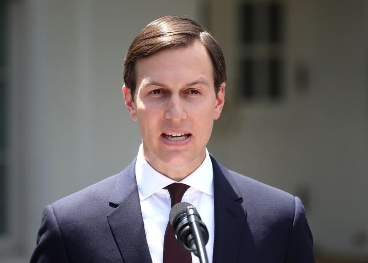 JUST IN: Jared Kushner reportedly uses private email account to discuss government matters https://t.co/nGsYVxrUJ2 https://t.co/iUv91Fgmvh