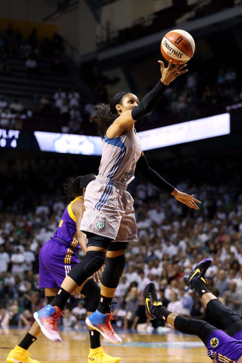 RT @WNBA: 17 PTS (6-8 FG) now for @MooreMaya! #WNBAFinals https://t.co/Ws6u7nXgor