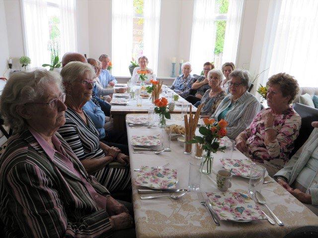 Buren van Inloophuis Carma genoten van Burendag-lunch https://t.co/2JsG5tnaxT https://t.co/jlBw1CAeik