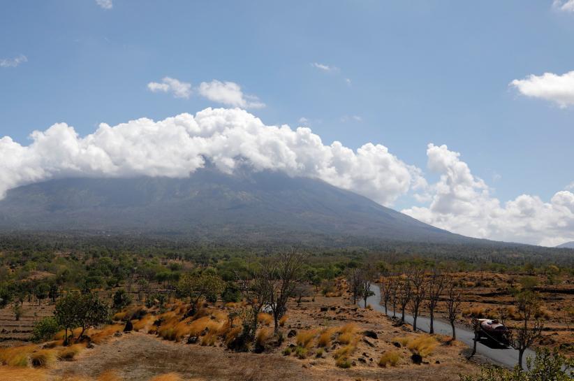 Bali's rumbling volcano spurs travel warnings from Australia, Singapore https://t.co/xyKVM7fTsZ https://t.co/gx1fhEeMHC