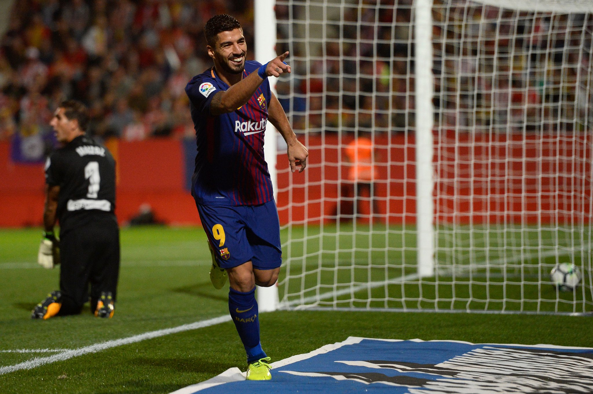 Luis Suárez in the Liga for Barcelona:  Games 100 Goals 86  On target in the #UCL this week? ⚽️ https://t.co/vhkCtEPOCV
