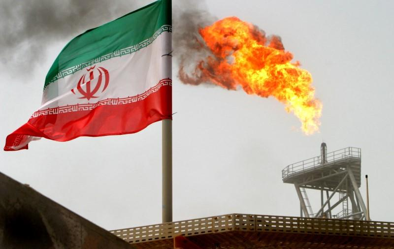 Iran says to keep crude, condensate exports at around 2.6 million bpd in 2017