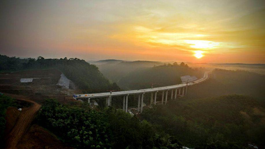 Indahnya Jembatan di Tol Bawen-Salatiga yang Diresmikan Jokowi https://t.co/UBsZ3Ysi5s https://t.co/KWt2jVJnOZ