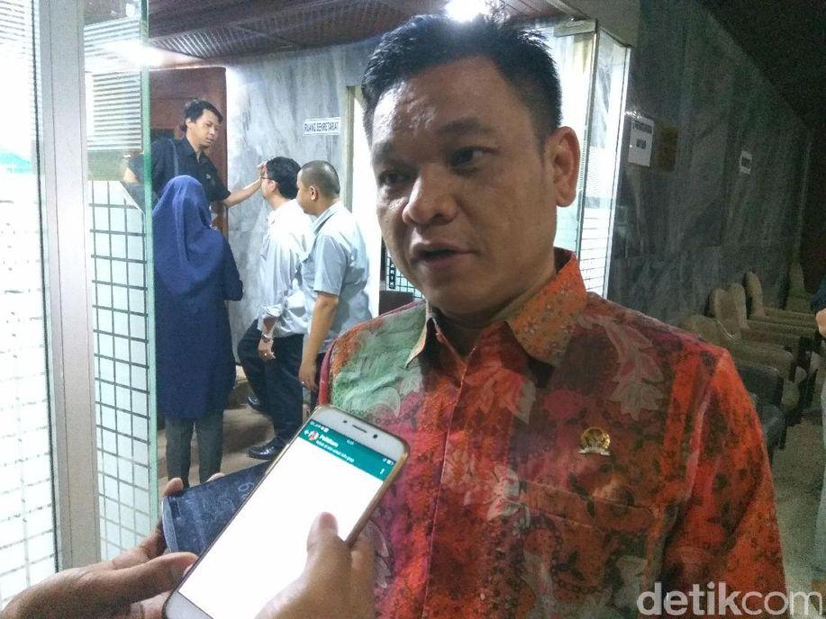 Golkar: Tak Etis Gatot dan Wiranto Beda Pendapat soal Isu Senjata https://t.co/okUaMEBoUh https://t.co/S0Hge3oJOy