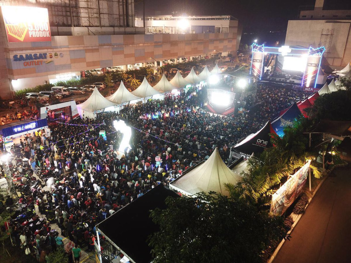 test Twitter Media - Thousands of #MotoGP fans enjoy the #AragonGP live in Karawang, Indonesia! 🇮🇩 🙌 https://t.co/CVXIKrXag2