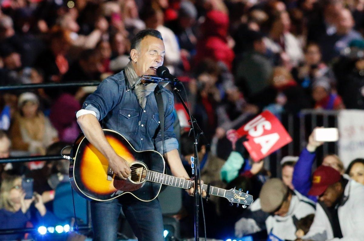 'Springsteen on Broadway' rehearsal setlist leaks — spoilers  https://t.co/IUA94rTag3 https://t.co/IWrdRFVKE3