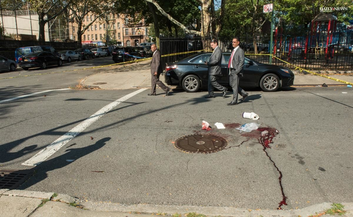 Man fatally stabs ex-wife on Bronx street corner, leaving bloody scene for witnesses  https://t.co/8fLqDkrKmR https://t.co/7wHFarayPq