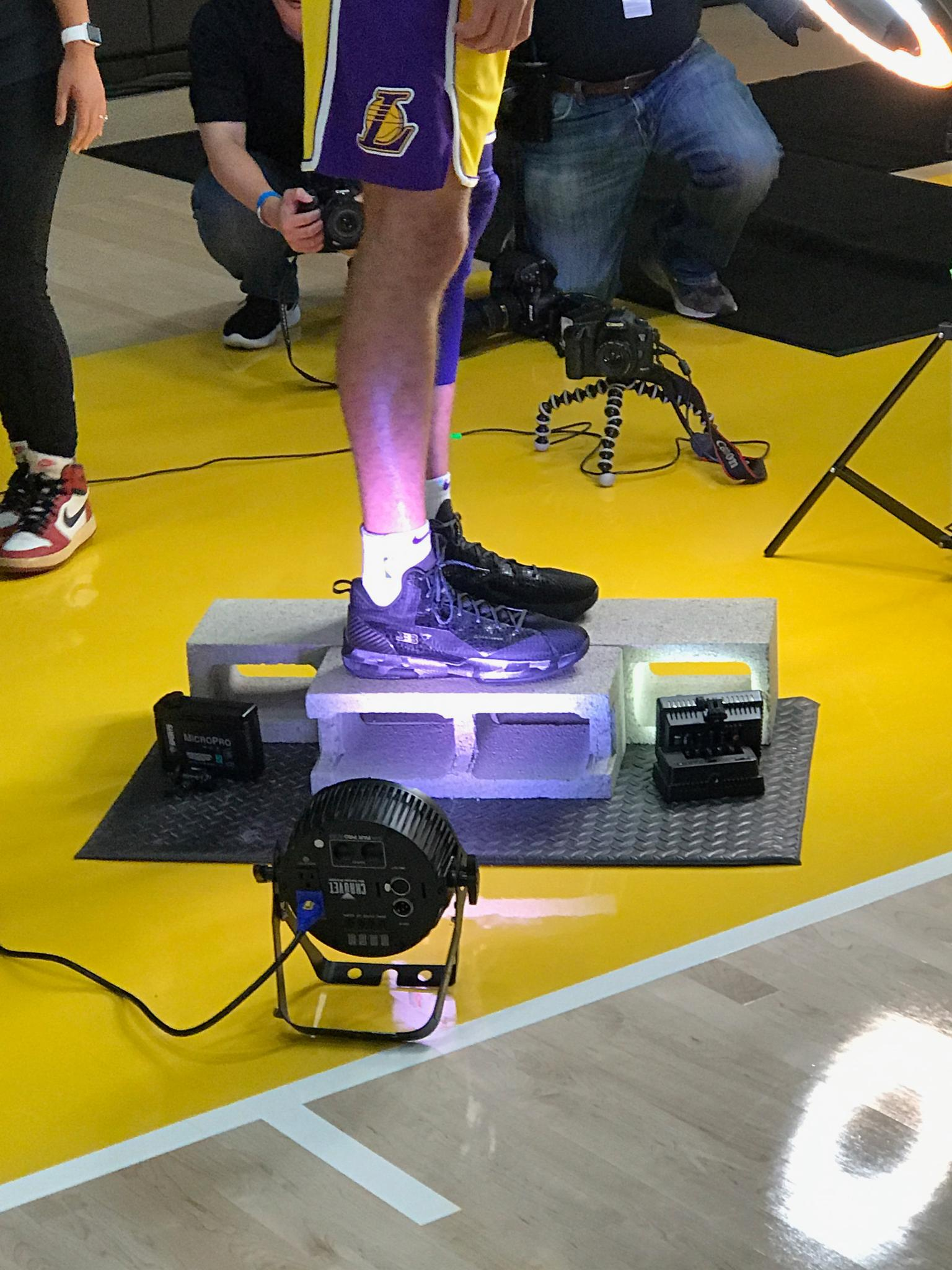 Lonzo's new shoes are in the spotlight ... literally. https://t.co/5EgQHHptgK