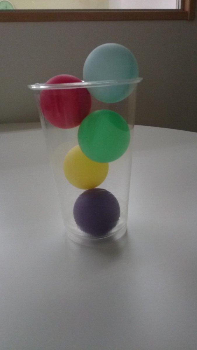 会社の備品。5色揃うとやっちゃうよねぇ(´-∀-`*)あ、ピンポン玉でーす