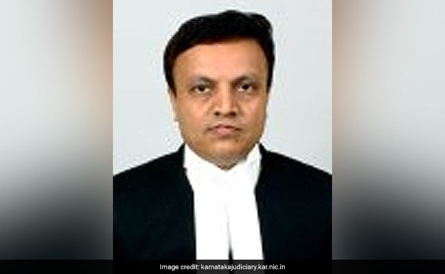 Judge who ordered CBI investigation in Ishrat Jahan encounter case quits https://t.co/ADU9AvhOOo https://t.co/2jNNxqcLv6