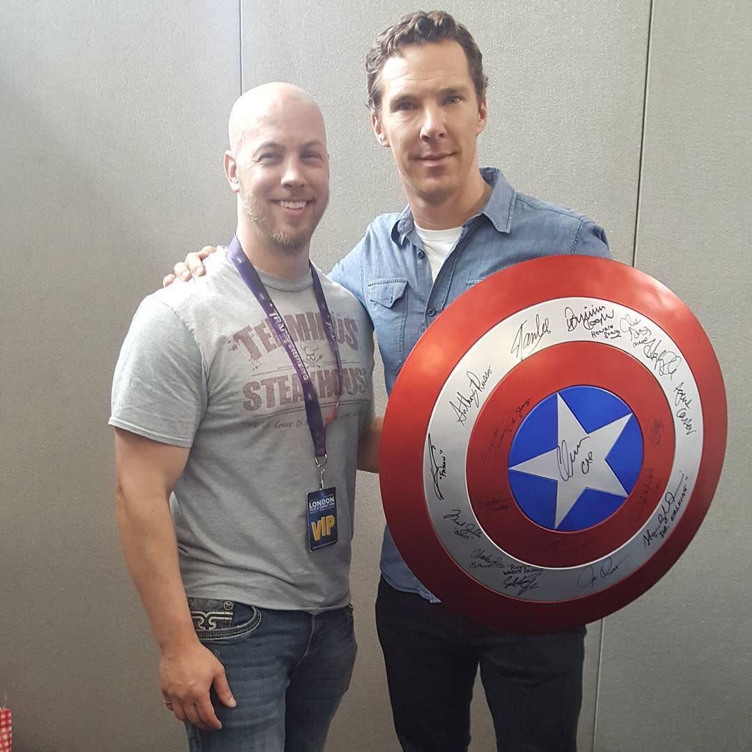 Benedict holding Cap's shield. Source: https://t.co/3upig4ESaf https://t.co/dsWcSpYTat