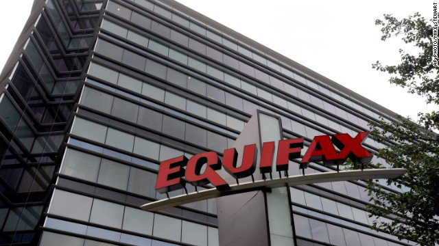 CEO of Equifax Richard Smith suddenly retires three weeks after disclosing data breach. https://t.co/LZkrkOgAhc https://t.co/P9bYVTzZn6