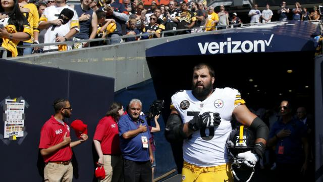 Only Steelers player who came out for national anthem: I made my teammates look bad https://t.co/lQox329dlb https://t.co/KmrbMSgrHI