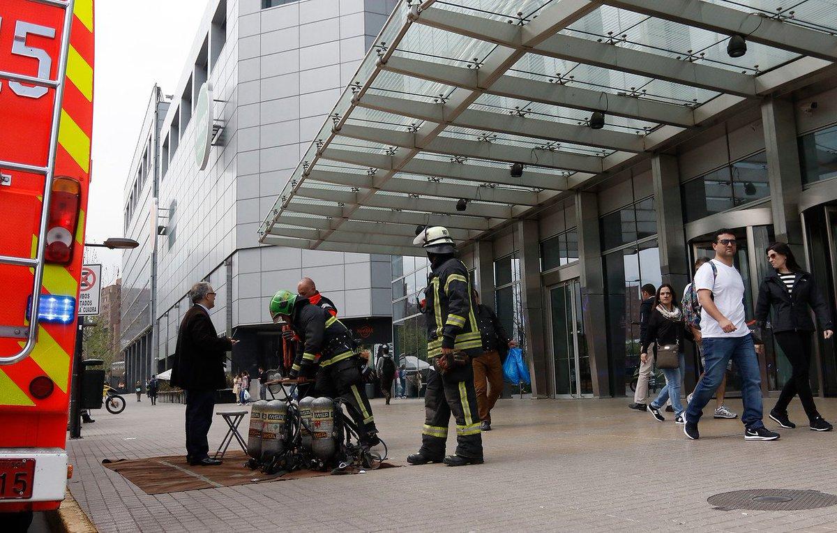 Bomberos realizó procedimiento de emergencia en Costanera Center por p...