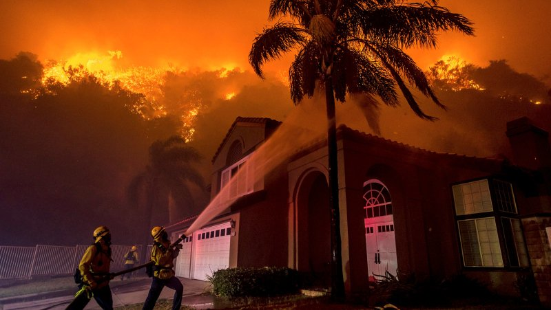 Fire crews fight to save homes from fire in Southern California canyons