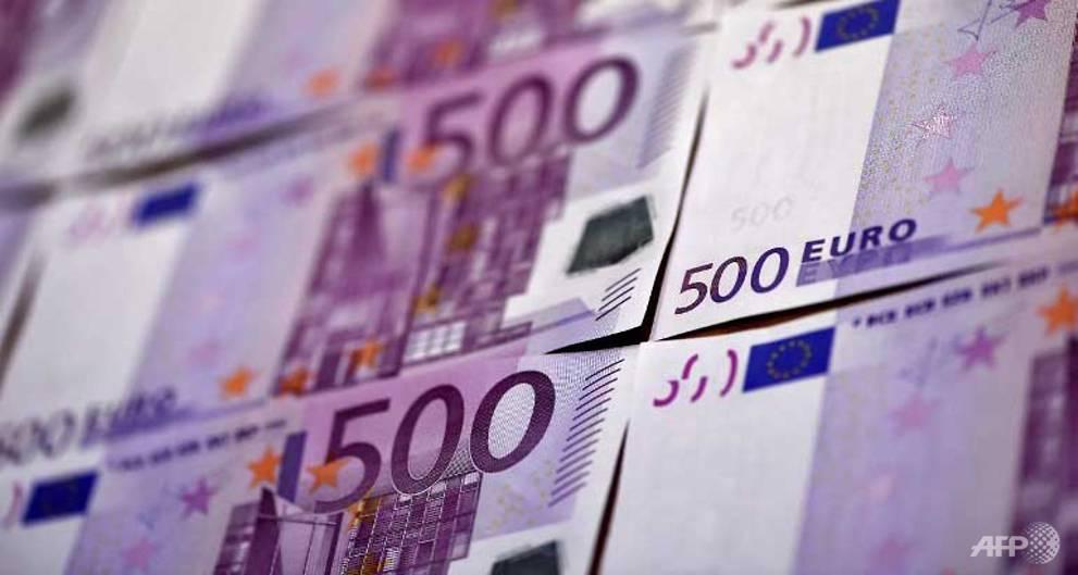 Euro retreats as investors fret over German election