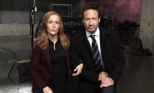 X-Files stars #TakeAKnee in solidarity while filming new season https://t.co/lPv2CDNNmi https://t.co/bsSMV1kUtE