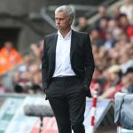 Mourinho wants Man United to stay grounded