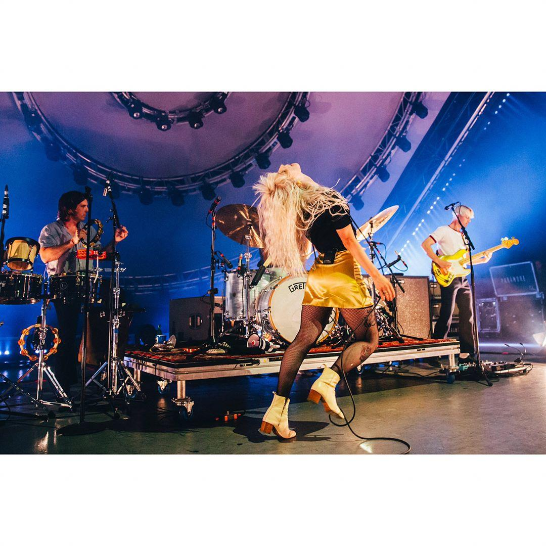 Paramore at The Greek Theatre tonight in Los Angeles show. #tourtwo  �� photos by: michelleshiers https://t.co/BattjYXGGL
