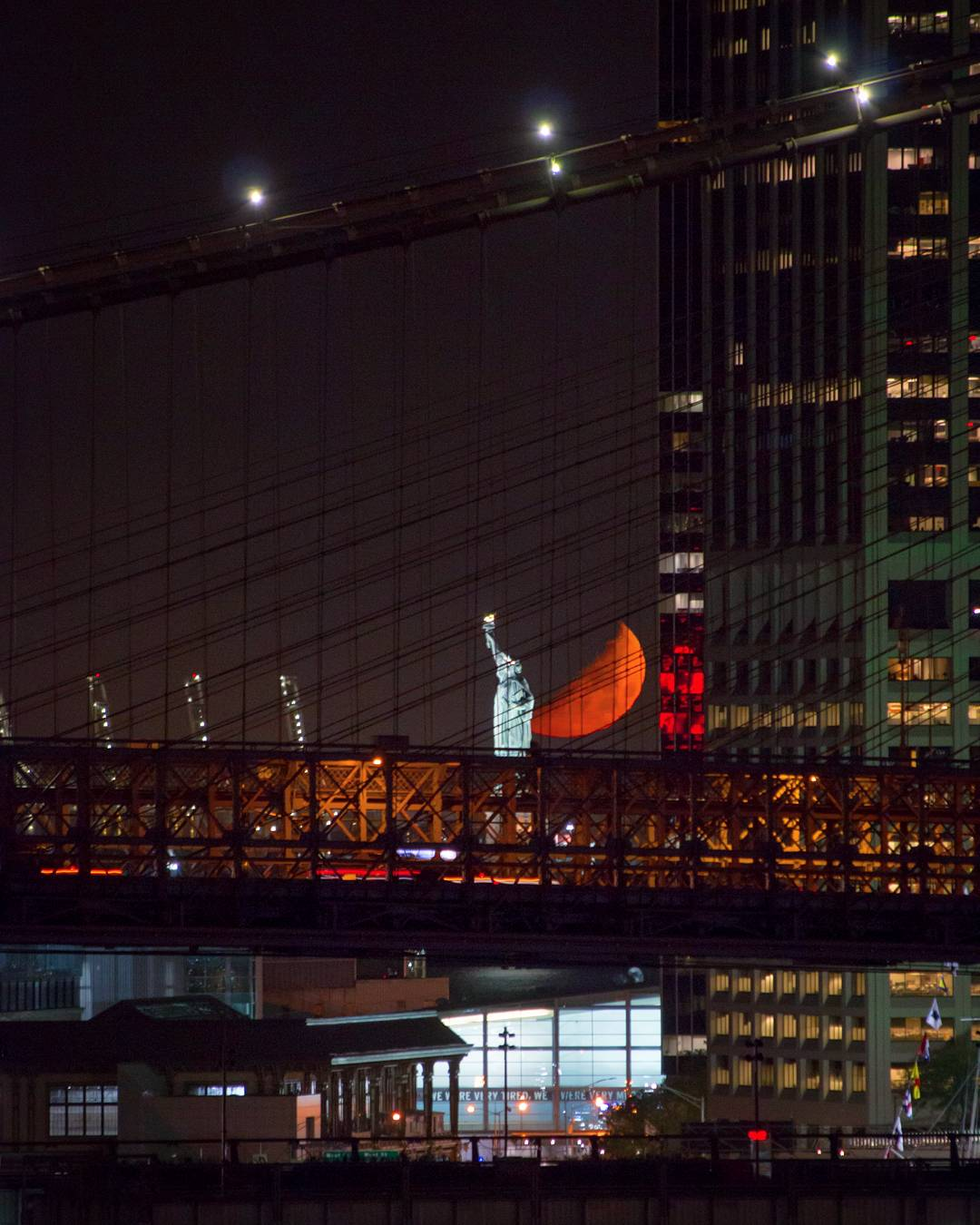 Last night's moonset through the suspension cables of the Brooklyn Bridge #NYC https://t.co/FByfOjq70b