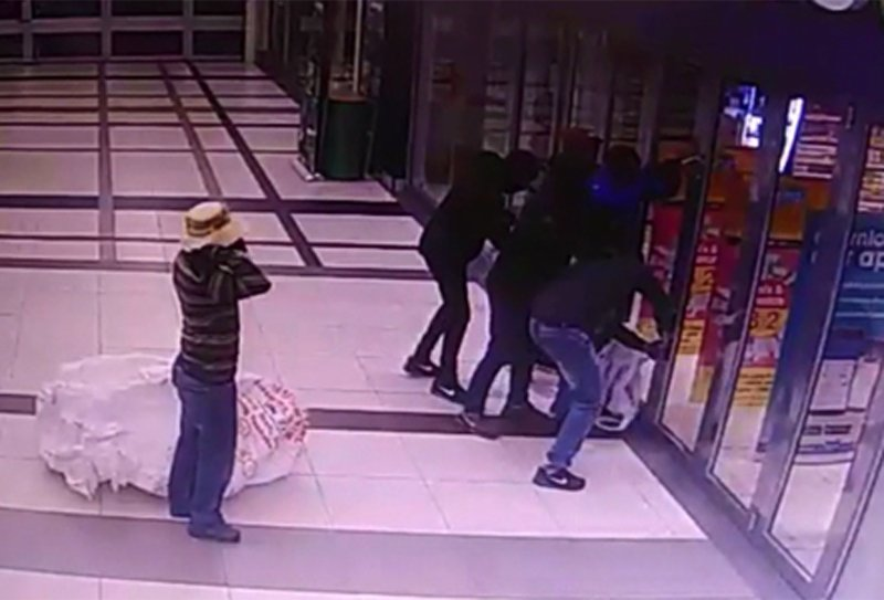 [WATCH] Second video of Clicks Key West robbery released: https://t.co/N16IFMjQvf @BiancaPindral https://t.co/DQHhTfNRqU
