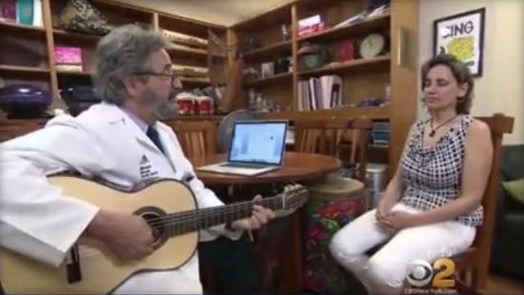 One New York City hospital is using music therapy to help cancer patients relieve stress https://t.co/DqHp4X3AAr https://t.co/h7VlbiwOrr
