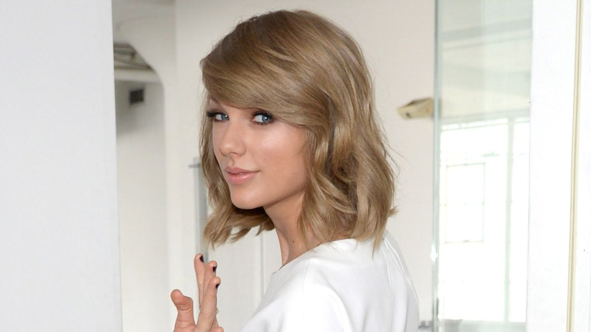 Taylor Swift Hand-Delivered Reputation Merch To This Lucky Fan's House