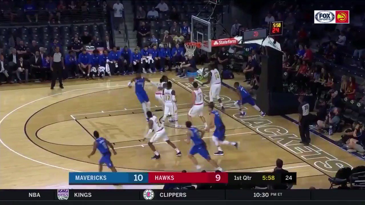 The change of speed by Dennis Smith Jr.! #NBARooks  WATCH: @NBATV https://t.co/1IPeJf7dCi