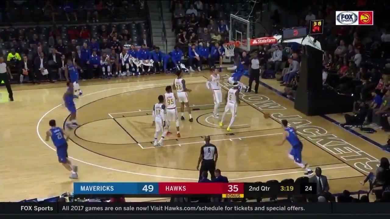 Yogi finds Nerlens on the oop! #NBAPreseason  WATCH: @NBATV https://t.co/7UVtq3Cwji